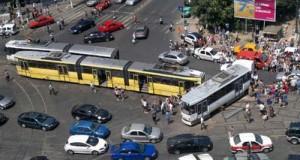 accident tramvai FOTO tramclub org 300x160 Sponsorul PSD Sorin Gangler, contracte cu RATB de 1,3 milioane euro pentru usi de tramvaie