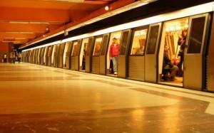 metrou tineretului 300x187 Ce anunta Primaria Capitalei despre petitia privind scuturile de pe peroanele metroului