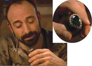 """suleiman inel verde 300x216 """"Suleyman Magnificul"""" intoarce moda bijuteriilor otomane"""