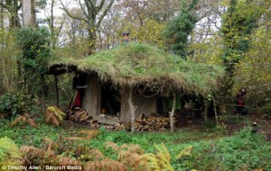 casa hobbit 2 300x190 A fost descoperita femeia hobbit, in Tara Galilor!