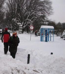 frig ger iarna 264x300 Inca trei zile foarte friguroase in Capitala. Vor mai fi ninsori