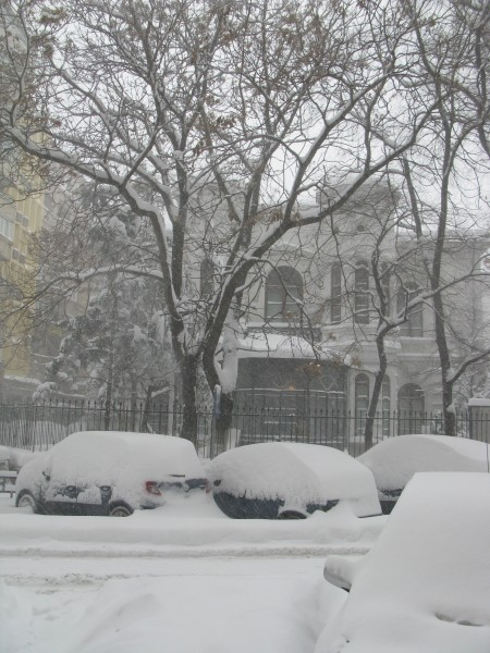 ninsoare mos nicolae cod galben 450x600 Meteorologii au actualizat CODUL PORTOCALIU de vreme rea