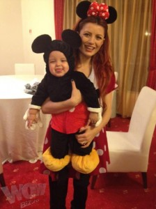 Minnie si Mickey 224x300 Uite ce Mickey Mouse are Elena Gheorghe!