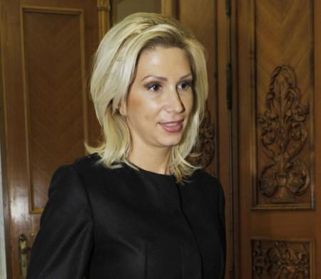 RALUCA TURCAN FANE 13 450x392 Sefa PNL invoca un act de camatarie politica in cazul demisiilor in alb ale ministrilor