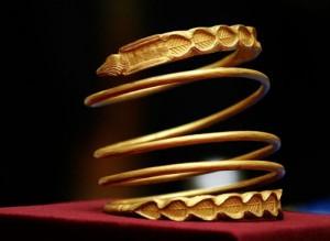 dacian bracelets 300x219 S a dovedit stiintific: MOARTEA NU EXISTA!