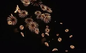 focuri artificii revelion anul nou 2013 300x186 ANUL NOU 2013   VIDEO. Focuri de artificii spectaculoase si multa bucurie. Imagini din lumea intreaga!