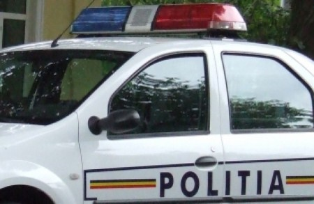 masina politie 450x293 Tragedie la Miercurea Ciuc: O masina condusa de un politist a lovit o femeie si s a oprit intr un stalp   3 morti