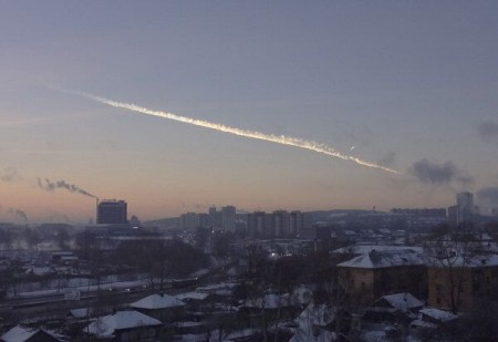 meteorit 1 450x309 Noi imagini INCREDIBILE cu ploaia de meteoriti care a ranit zeci de persoane in Rusia   VIDEO/FOTO