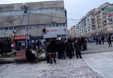 protest stefan alexandrutargoviste elev ucis Durere si revolta: Colegii lui Alexandru Stefan, elevul ucis la Targoviste, au iesit in strada  VIDEO
