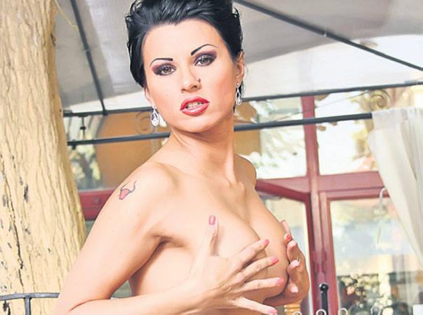 roxana marinescu 450x335 Roxana Marinescu sub papucul iubitului, chiar ...