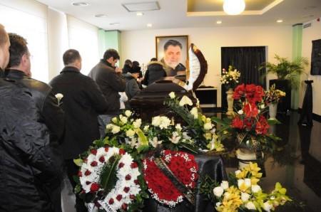 sechelariu 0541 450x298 UPDATE Dumitru Sechelariu, condus pe ultimul drum. Gigi Becali, la inmormantarea fostului primar al Bacaului (FOTO/VIDEO)