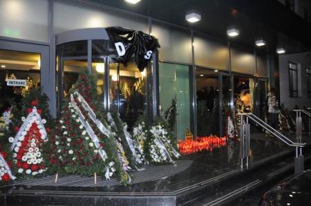 sechelariu 057 450x298 UPDATE Dumitru Sechelariu, condus pe ultimul drum. Gigi Becali, la inmormantarea fostului primar al Bacaului (FOTO/VIDEO)