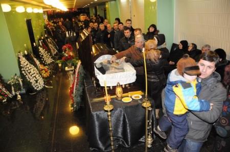 sechelariu 058 450x298 UPDATE Dumitru Sechelariu, condus pe ultimul drum. Gigi Becali, la inmormantarea fostului primar al Bacaului (FOTO/VIDEO)