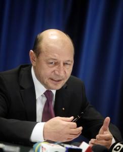 traian basescu1 243x300 Basescu: Se incearca decapitarea armatei