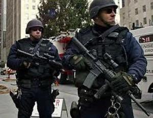 usa politist adjectiv 300x231 America se pregateste de razboi civil!