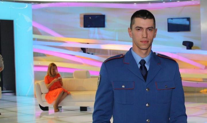 jandarm 2 720x429 Simona Gherghe, cu pielea gaina: Jandarmul cu voce de aur a cantat LIVE! (VIDEO)