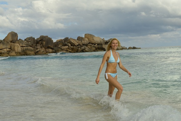laura10 Laura Cosoi si iubitul ei, imagini spectaculoase din Paradis! (FOTO)