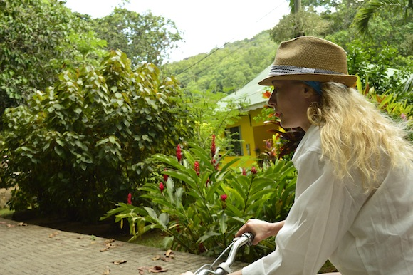 laura13 Laura Cosoi si iubitul ei, imagini spectaculoase din Paradis! (FOTO)