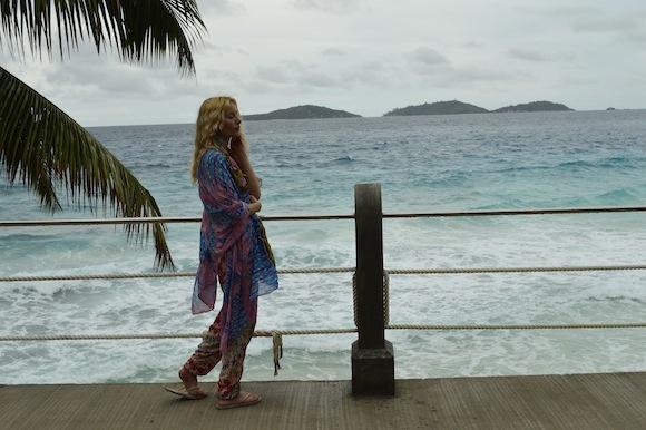 laura3 Laura Cosoi si iubitul ei, imagini spectaculoase din Paradis! (FOTO)