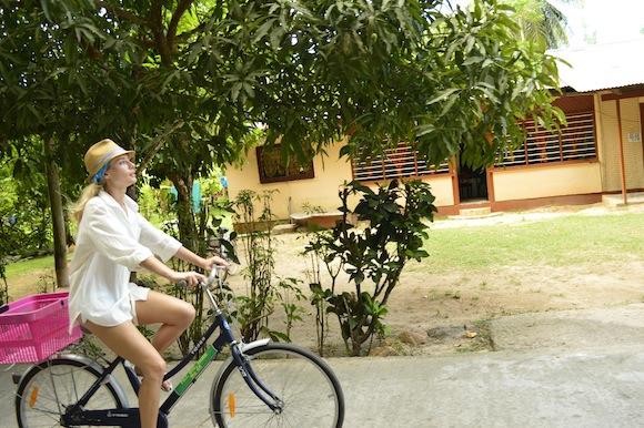 laura4 Laura Cosoi si iubitul ei, imagini spectaculoase din Paradis! (FOTO)