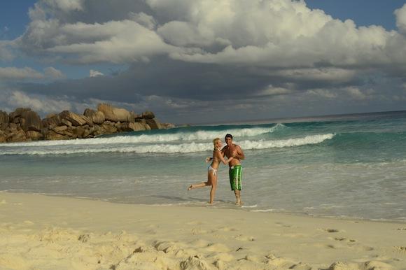 laura8 Laura Cosoi si iubitul ei, imagini spectaculoase din Paradis! (FOTO)