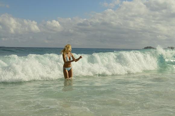 laura9 Laura Cosoi si iubitul ei, imagini spectaculoase din Paradis! (FOTO)