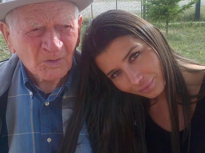 600827 445950938827781 584670042 n 667x500 Cu fotografia asta, Elena Basescu i a emotionat pe romani!