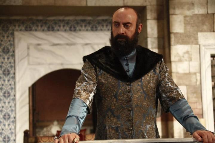 Halit Ergenc 61 720x480 Zi mare pentru Halit Ergenc, din Suleyman Magnificul. Fanii s au grabit sa l felicite!