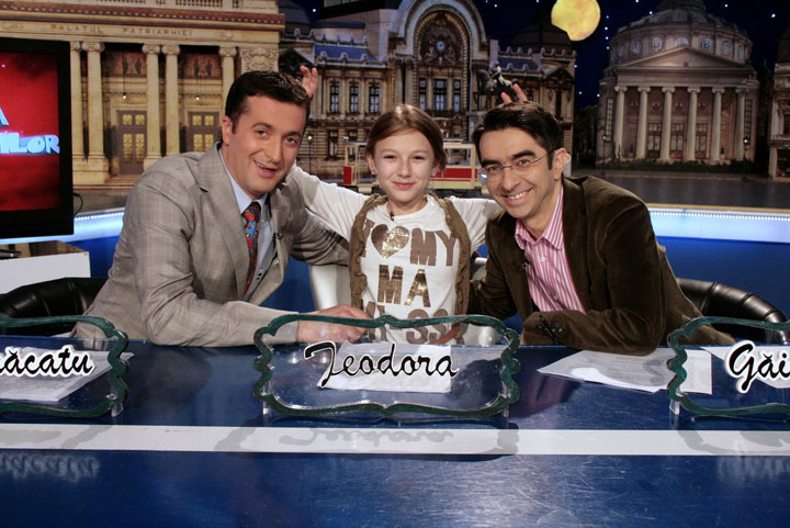 """cronica carcotasilor O fetita de 12 ani, prezentatoare la """"Cronica Carcotasilor""""! Le a tinut piept lui Gainusa si Dezbracatu'"""