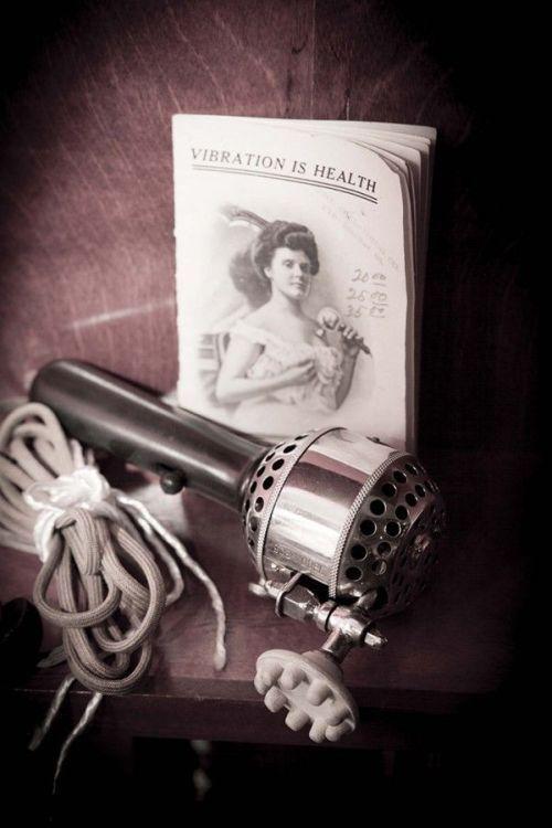vibrator 00011 Istoria in imagini a obiectului care a creat ISTERIE in randul femeilor! (FOTO)