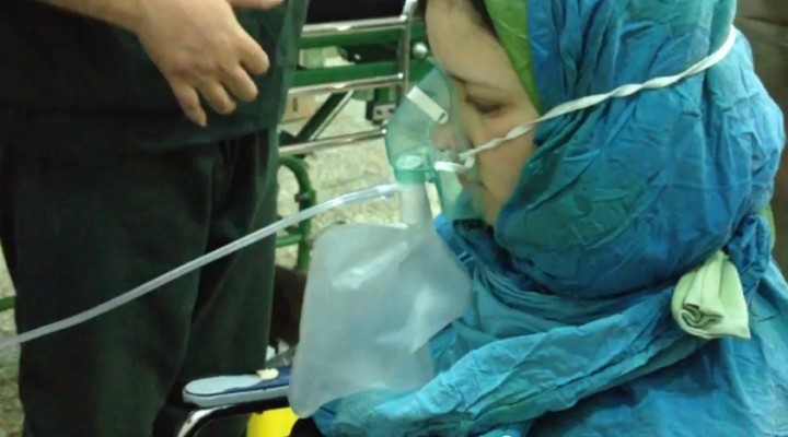 victima arme chimice 720x400 IMAGINI SOCANTE: Iata dovada ca Bashar al Assad a folosit, luni, arme chimice!
