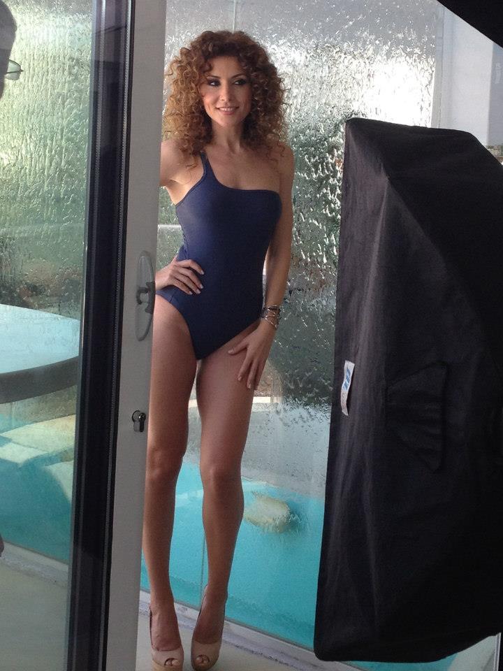 Uite cum arata Carmen Bruma in costum de baie! (FOTO ... фрида пинто