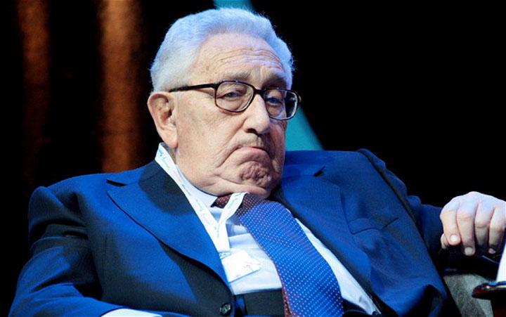 "henry kissinger Bilderbergii imbratiseaza ""doctrina Mao"" pentru Noua Ordine Mondiala"