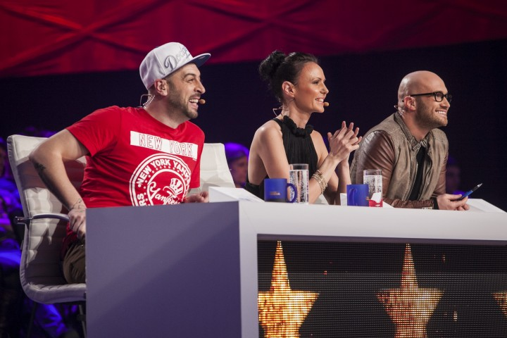 "juriu romania danseaza antena 1 720x480 Moment emotionant la Romania Danseaza! Monica Petrica: ""AM GRESIT, IARTA MA!"""