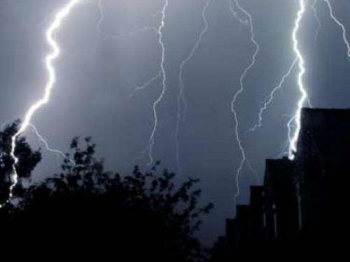 vijelie grindina informare meteo Capitala, sub avertizare de ploi si descaricari electrice