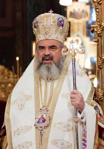 Patriarhul Daniel1 350x500 Iohannis i a transmis Patriarhului ca nu va fi prezent la sfintirea Catedralei Mantuirii Neamului