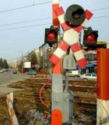 trecere cale ferata1 Masina lovita de tren: doi oameni au murit