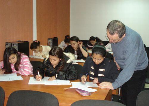 romi DECIZIE RADICALA: Copiilor romi care nu merg la scoala le ar putea fi sistata alocatia!