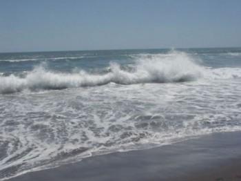 valuri 1340525055 350x262 Un barbat s a inecat in mare, la Mangalia