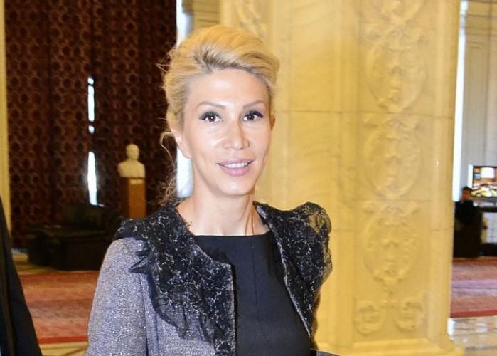Raluca Turcan Narcis Pop 49 1 699x500 Cu gandul la motiunea de cenzura, liberalii au desemnat o echipa de negociere