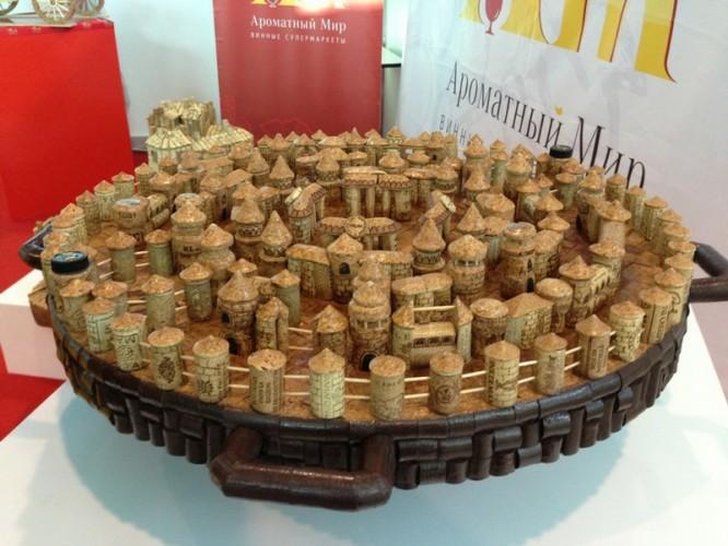dopuri 2 666x500 Construieste adevarate bijuterii din dopurile sticlelor de vin! (FOTO)