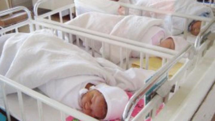 """bebelusi maternitate 300x225 56144900 63236100 720x407 Cazul infectiilor misterioase din Arges. Politia face ancheta la Spitalul """"Marie Curie"""" din Capitala!"""