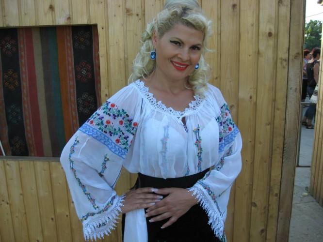 cantareata rela lucan a murit 666x500 Cunoscuta cantareata de muzica populara Rela Lucan, gasita moarta in casa!