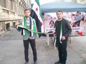 """voluntari la campanie 350x262 Bucurestenii, implicati in campania """"Salvati copiii sirieni"""""""