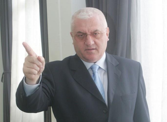 dragomirmarfa34343FANE 684x500 Dumitru Dragomir, la plecarea de la instanta: stiu ca sunt nevinovat, fratilor!