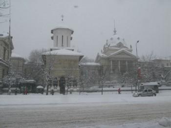 iarna ninsoare ger frig temperaturi 350x262 Vremea se raceste din nou: precipitatii mixte, vant si ninsori la munte