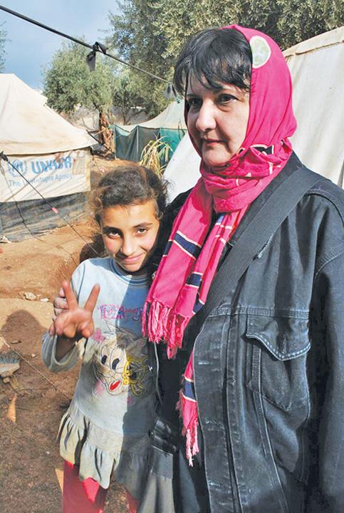 "O fetita a vrut sa impartim portocala ei ""National"" si Community Aid Romania, cu ajutoare in Siria!  Tabara de refugiati Atma, ""emblema"" indiferentei internationale"