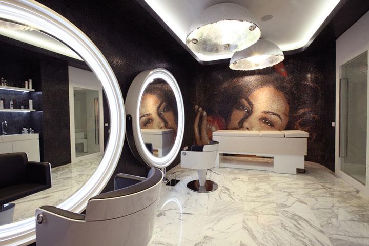 Madalina Ghenea Mozaic Decorativ Intr Un Salon De Infrumusetare