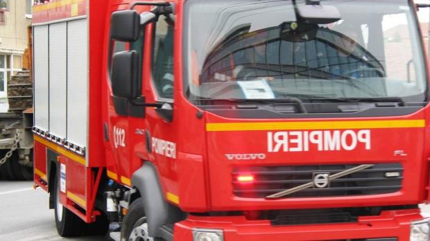 pompieri 41992500 Planseul unei cladiri din Bucuresti s a prabusit. Locatari evacuati