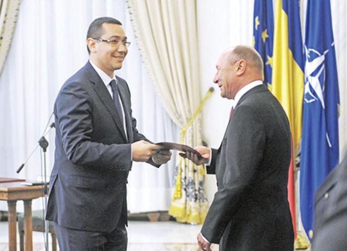Basescu Ponta 690x500 Victor Ponta: Autostrada Comarnic   Brasov nu se face din cauza lui Basescu